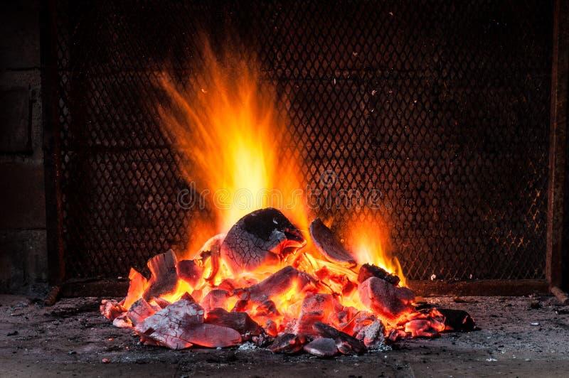 Feuer für Grill lizenzfreies stockfoto