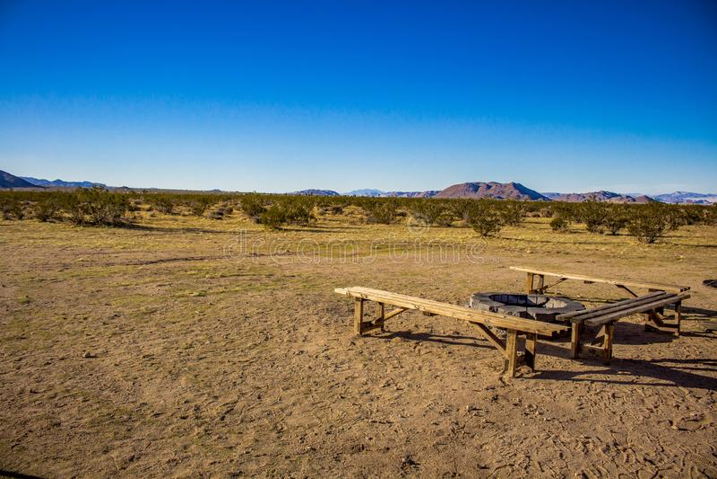 Feuer-Grube in der Wüste stockfotografie