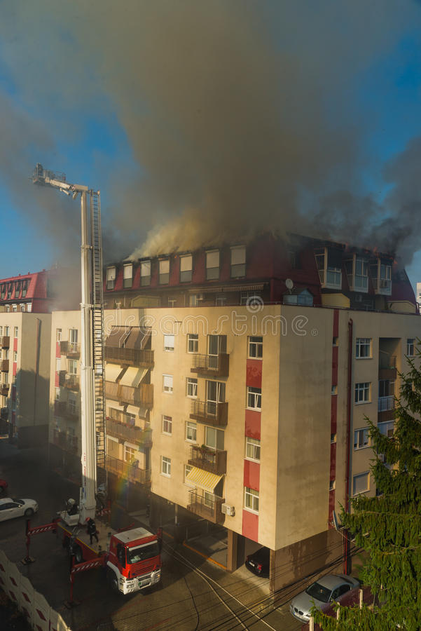 Feuer im Dachboden lizenzfreies stockfoto