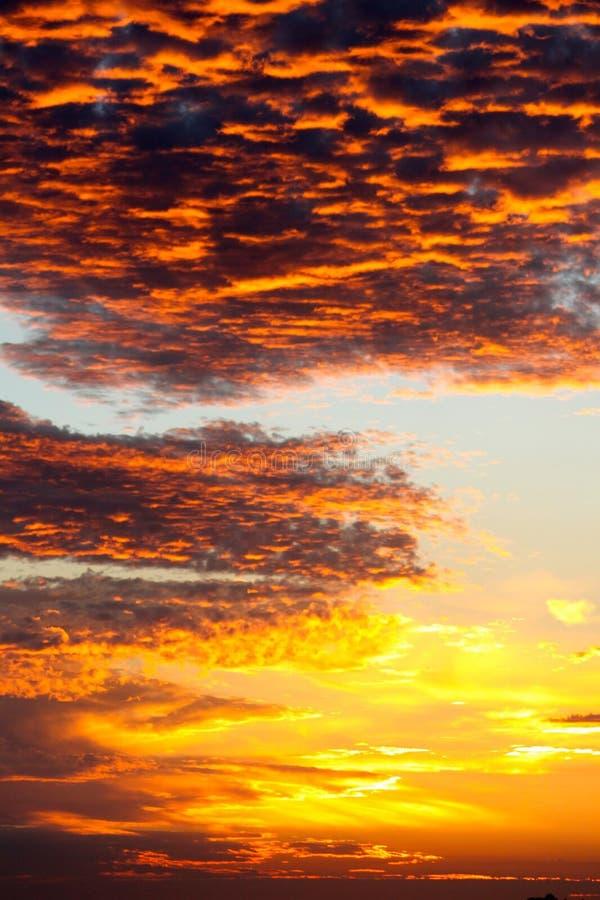 Feuer im Himmel lizenzfreie stockfotos