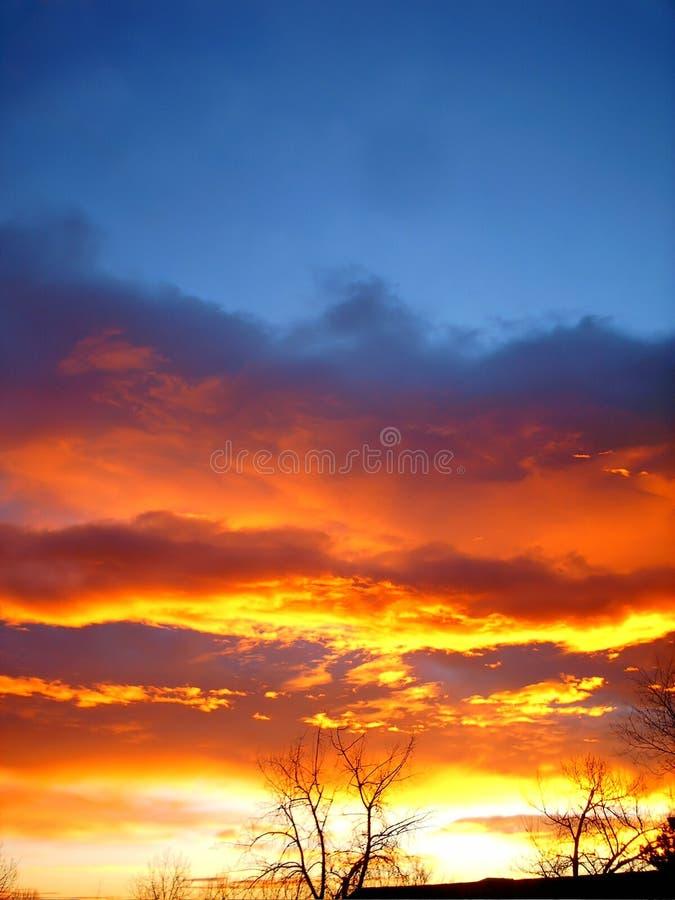Download Feuer im Himmel stockfoto. Bild von himmel, weiß, schattenbild - 49964