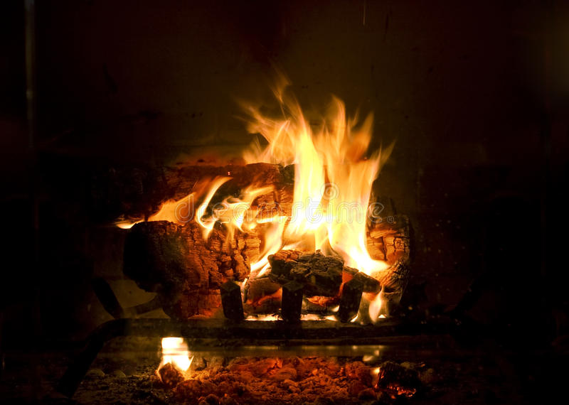 Feuer im Kamin lizenzfreie stockfotografie
