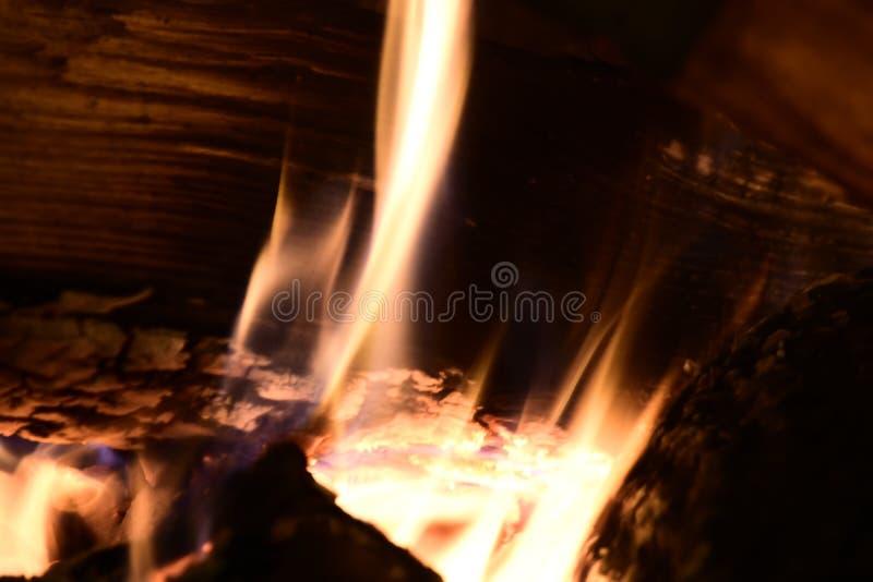 Feuer im Kamin stockbilder