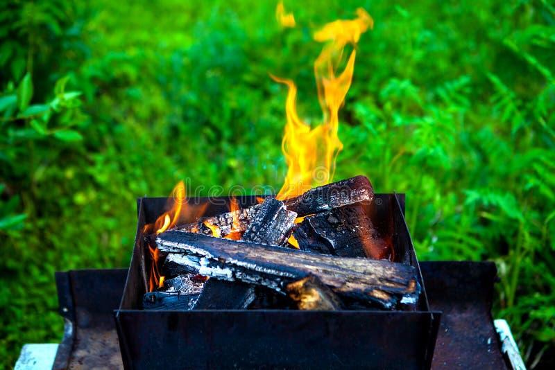 Feuer im Messingarbeiter lizenzfreie stockfotografie