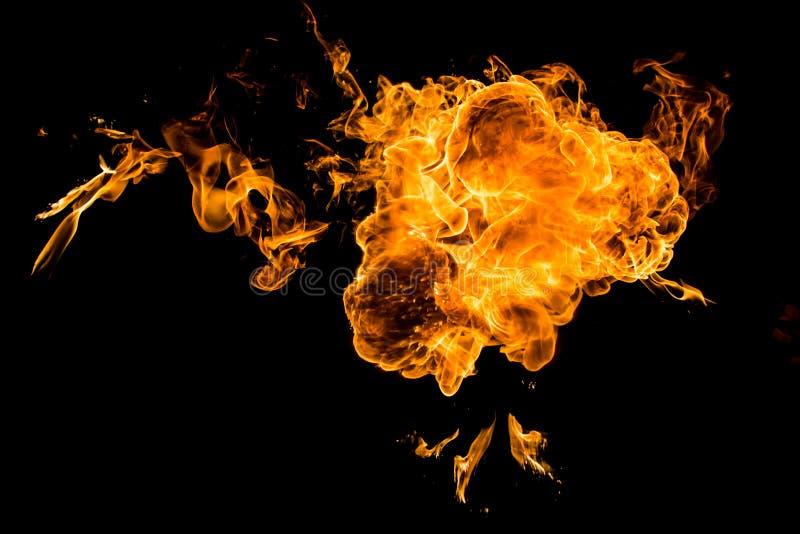 Feuer im schwarzen Hintergrund lizenzfreie stockfotos