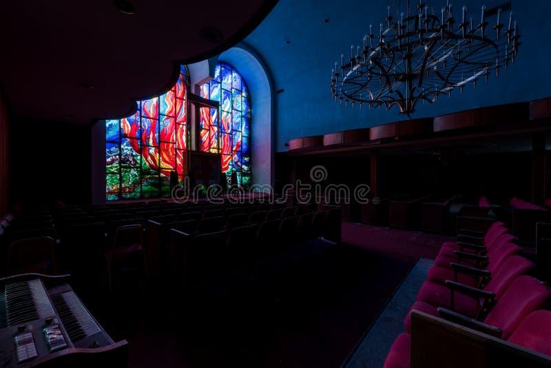 Feuer-Motif-Fenster aus festem Glas - Abandoned East Nassau Hebrew Synagoge - New York stockfoto