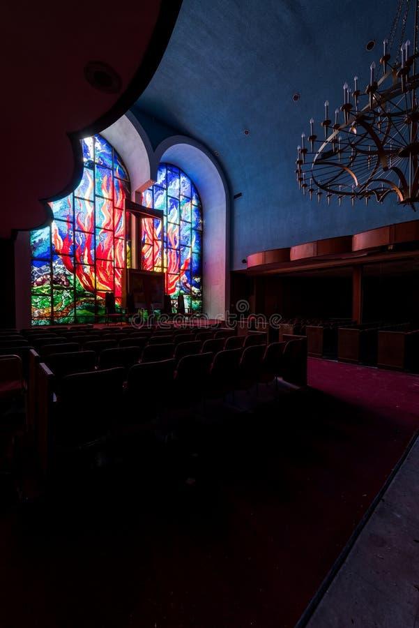 Feuer-Motif-Fenster aus festem Glas - Abandoned East Nassau Hebrew Synagoge - New York lizenzfreie stockbilder