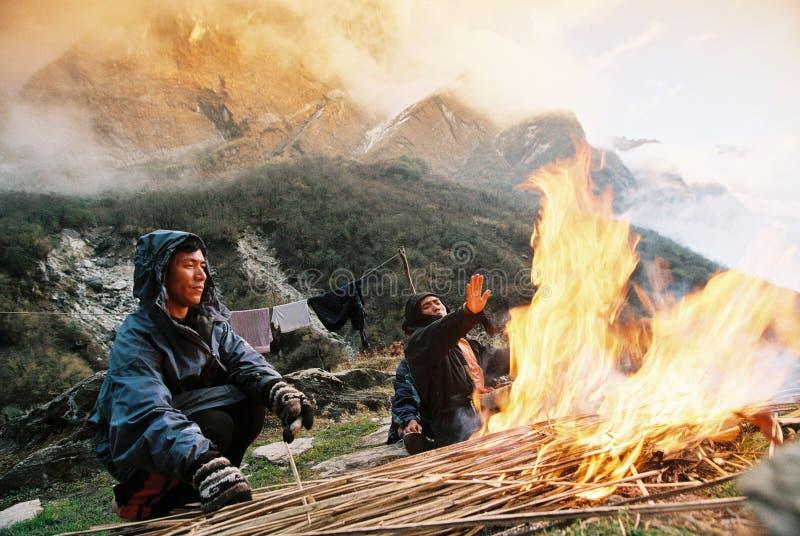 Feuer, Nepal Himalaja stockbilder