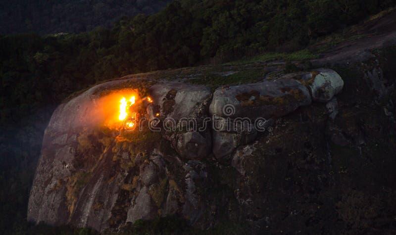 Feuer in schönen Stein-Rio de Janeiro lizenzfreies stockbild