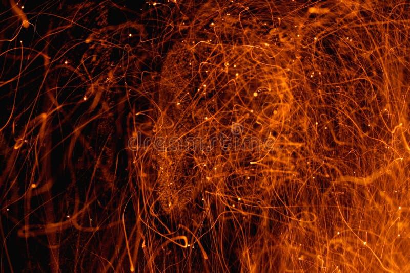 Download Feuer-Scheine - Funken stockfoto. Bild von heftig, lang - 41880