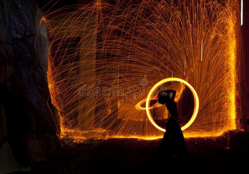 Feuer-Tänzer stockbild