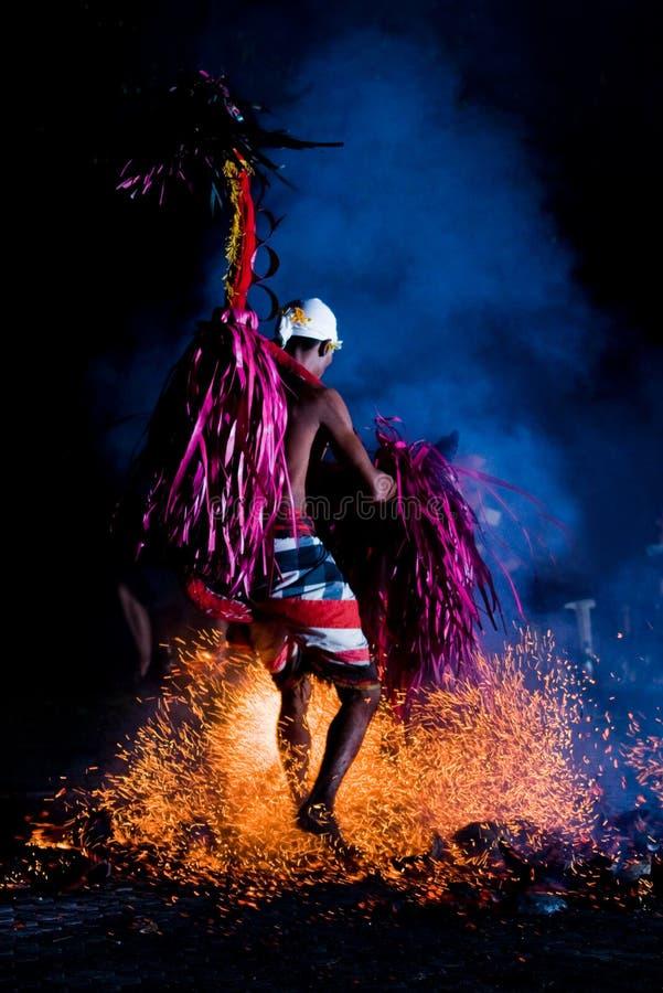 Feuer-Tänzer-Unterhaltung stockbilder