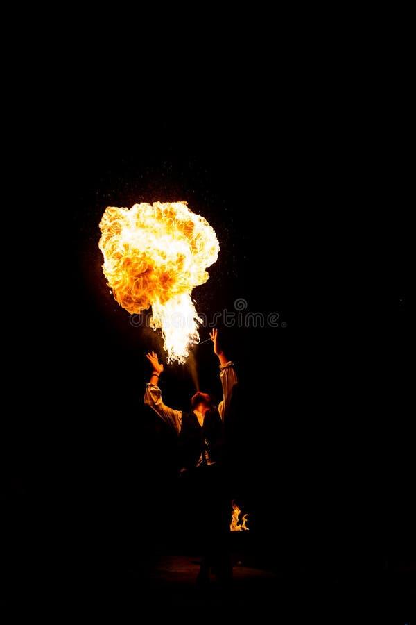 Feuer-Verschnaufpause, die auf Fackel durchbrennt stockfotografie