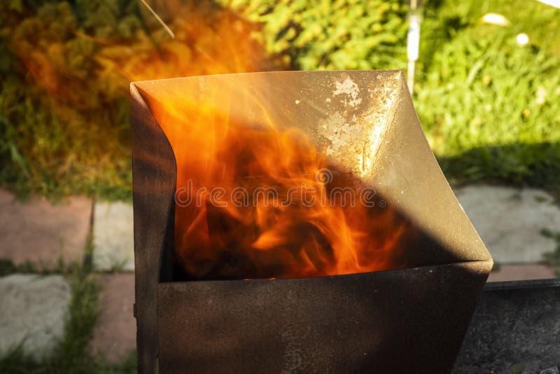 Feuer vom Messingarbeiter stockfotografie