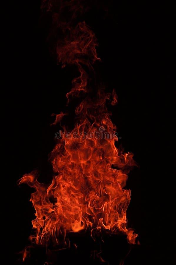 Feuerflammen im Schwarzen lizenzfreies stockfoto