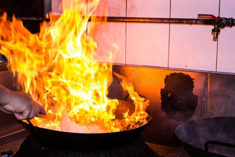 Feuerkochen stockfotografie
