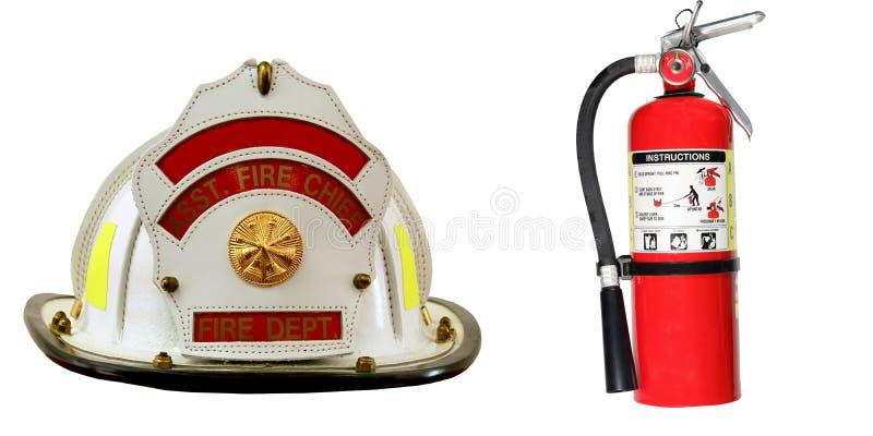 Feuerlöscher- und Feuerwehrmannhut lokalisiert stockbild