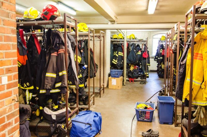 Feuermannumkleideraum an Pirkanmaa-Rettungsdiensten stockfotografie