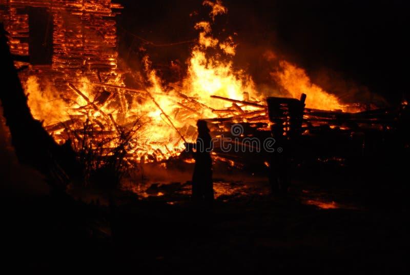 Feuersbrunst/brennende Feuerwehrmänner /fire, Leute auf Feuer stockfoto