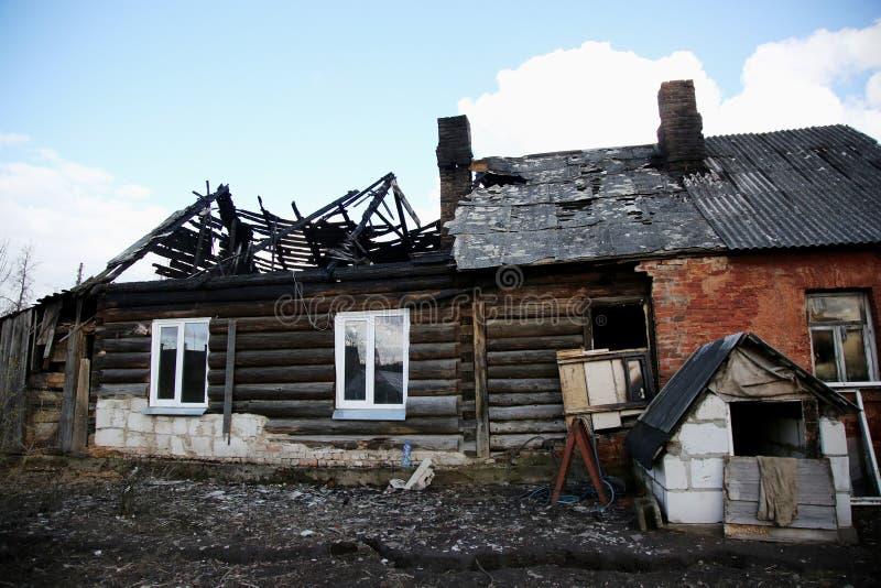 feuersbrunst Elemente des gebrannten Hauses stockfotos