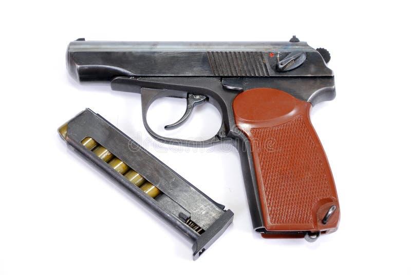 Feuerwaffen der begrenzten Niederlage die Service-Pistole ist nahe dem Lügengeladenen Geschäft mit Patronen stockfotos