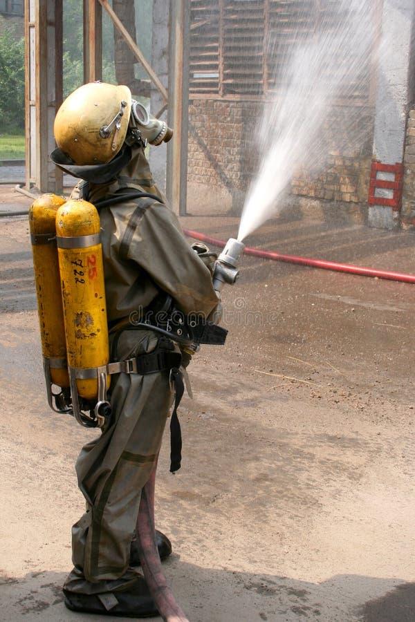 Feuerwehrmänner in der Chemikalienschutzklage lizenzfreies stockfoto