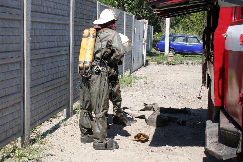 Feuerwehrmänner in der chemischen Schutzklage stockbild