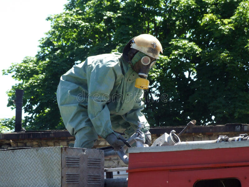 Feuerwehrmänner in der chemischen Schutzklage lizenzfreies stockbild