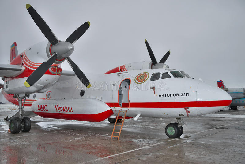 Feuerwehrmannfläche Antonows An-32 stockbilder