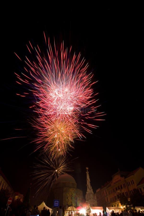 Feuerwerk in einer Stadt lizenzfreies stockfoto