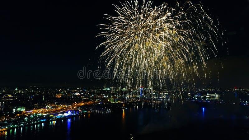 Feuerwerke über dem Delaware River Philadelphia Pennsylvania lizenzfreies stockfoto