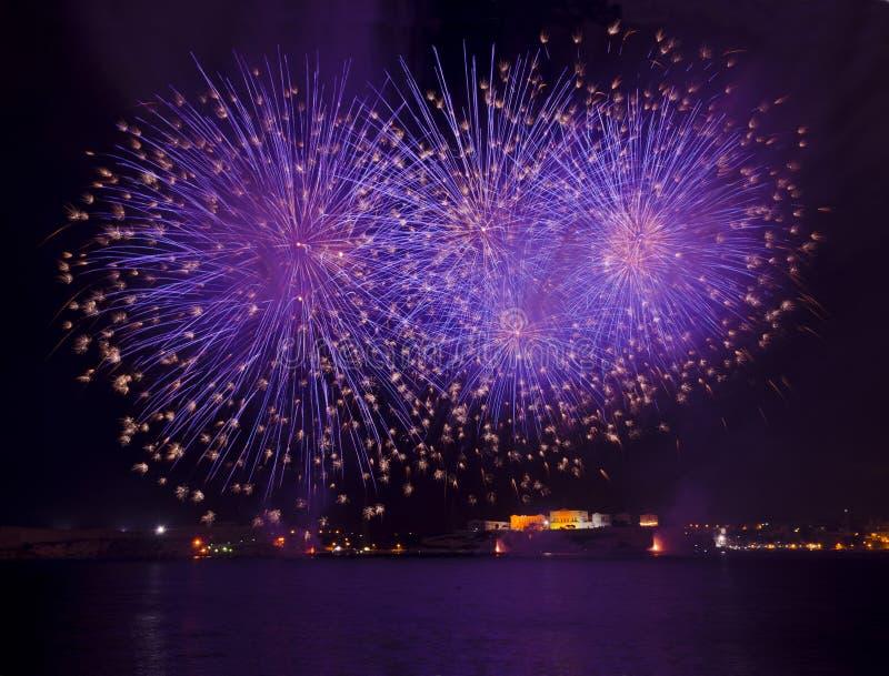 Feuerwerke über dem großartigen Hafen - Malta stockbilder