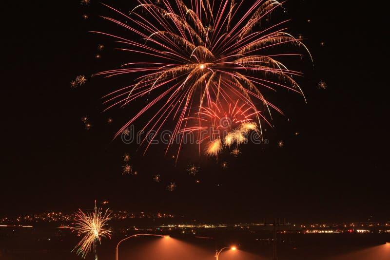 Feuerwerke über der Autobahn lizenzfreies stockfoto