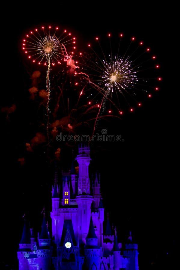 Feuerwerke über Disney-Schloss lizenzfreies stockfoto