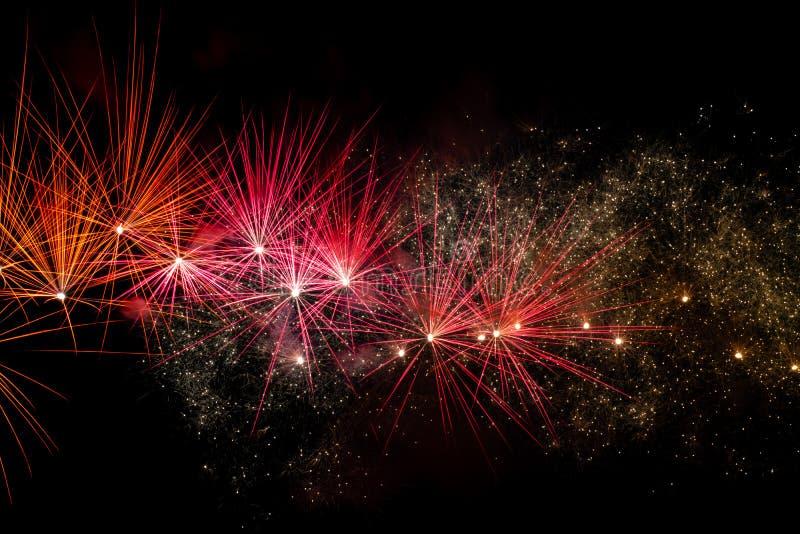 Feuerwerke über schwarzem Himmel stockfotografie