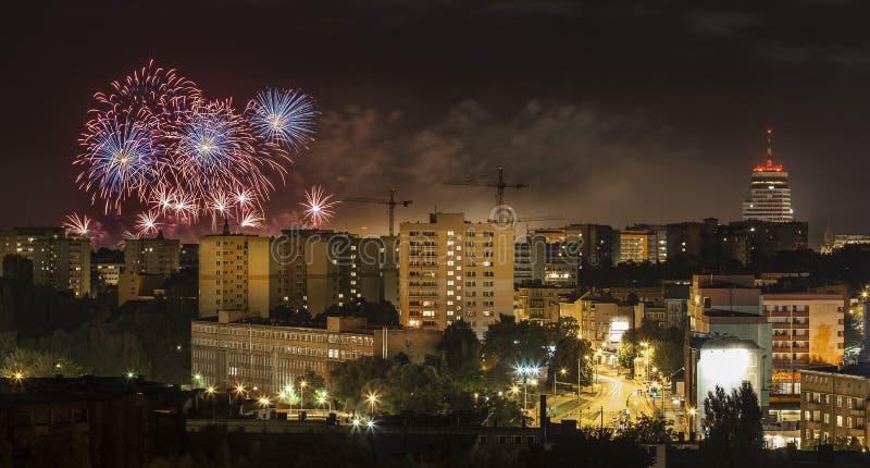 Feuerwerke über Szczecin-Stadt (Stettin) nachts, Polen stockbilder