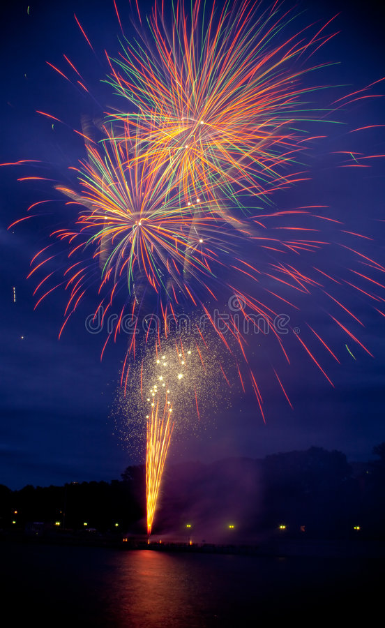 Download Feuerwerke stockbild. Bild von impuls, leuchte, celebrate - 9089409
