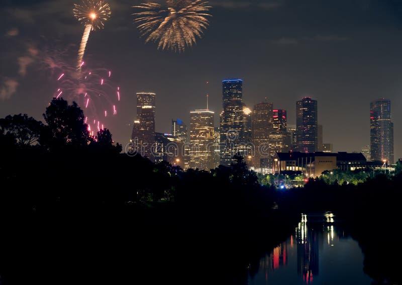 Feuerwerke auf der Stadt von Houston Texas zu Ehren Juli 4. von Juli-Hintergrund stockfotos
