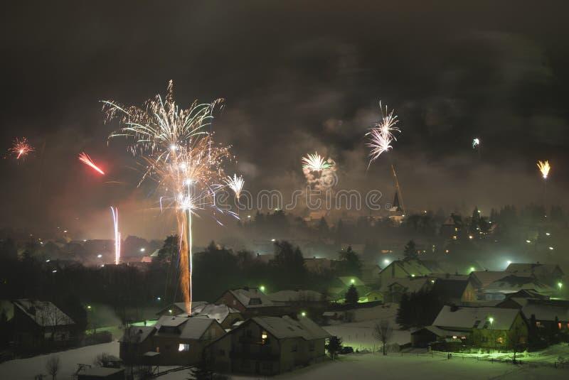Feuerwerke bei neuem Yearâs Eve lizenzfreie stockfotografie