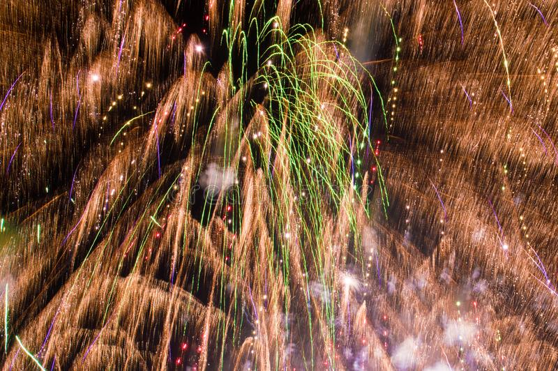 Feuerwerke, die den Rahmen füllen stockbilder