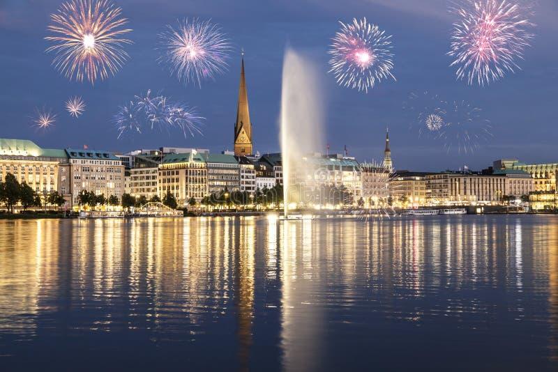 Feuerwerke in Hamburg lizenzfreie stockfotografie