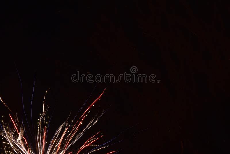 Feuerwerke im Himmel Glückliches neues Jahr lizenzfreies stockfoto