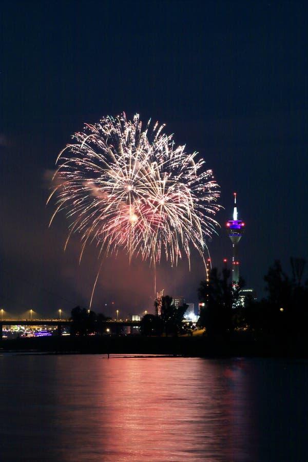 Feuerwerke am japanischen Tag in Dusseldorf lizenzfreie stockbilder