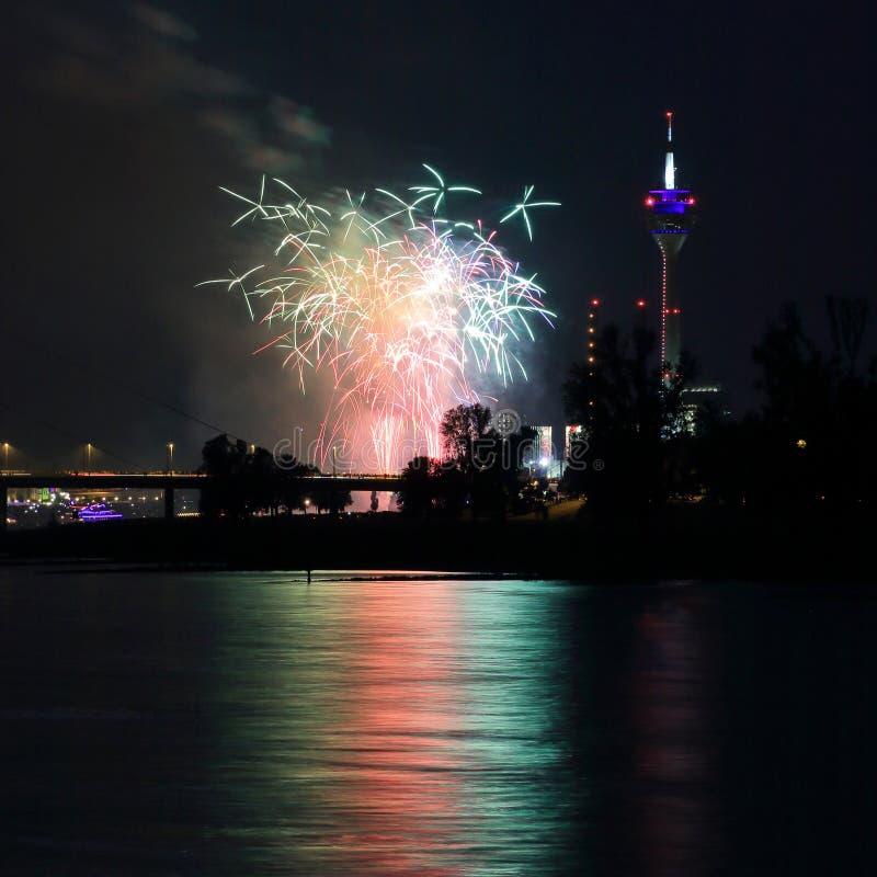 Feuerwerke am japanischen Tag in Dusseldorf lizenzfreies stockbild