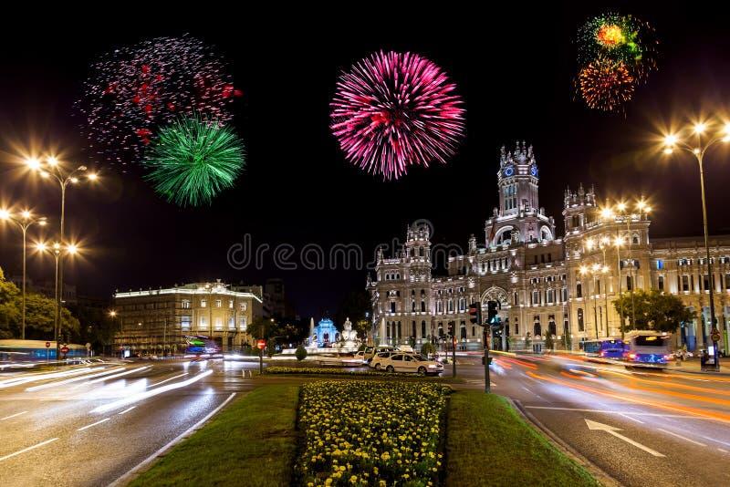 Feuerwerke in Madrid Spanien lizenzfreie stockfotos