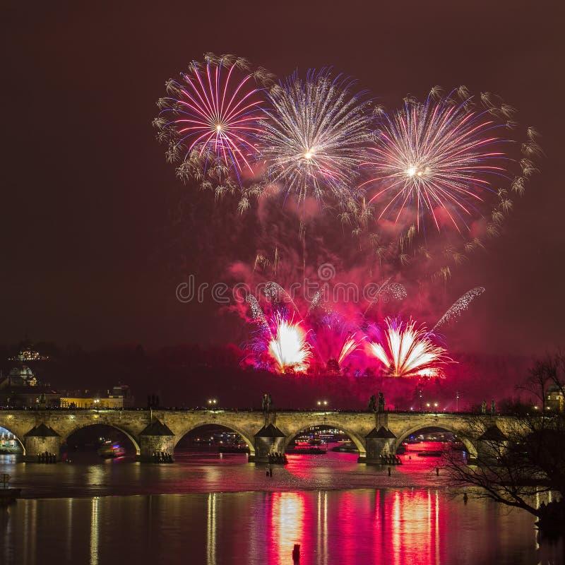 Feuerwerke neuen Jahres Prags lizenzfreie stockfotografie