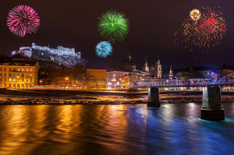 Feuerwerke in Salzburg Österreich stockfotografie