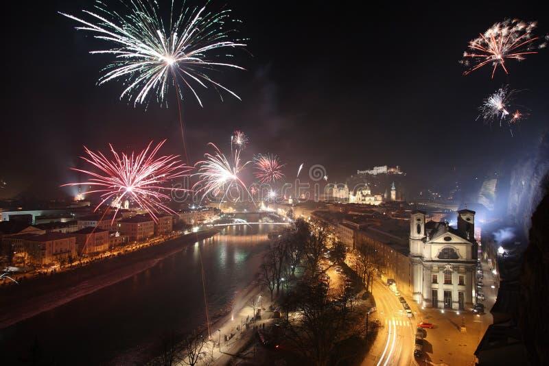 Feuerwerke in Salzburg stockfotos