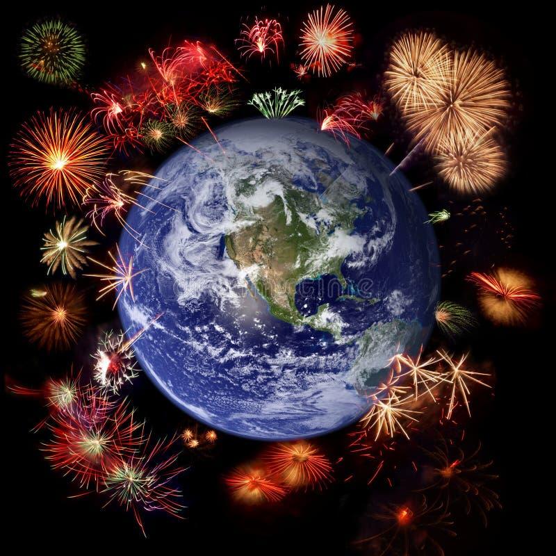 Feuerwerke um Erde, Feierzeit lizenzfreie stockfotografie