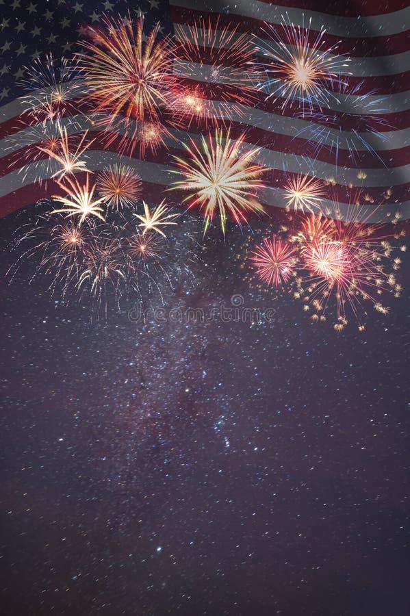 Feuerwerke und Flagge von Amerika stockfotografie